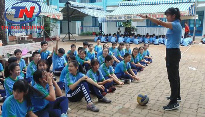 Đồng phục giáo viên mầm non dáng thể thao